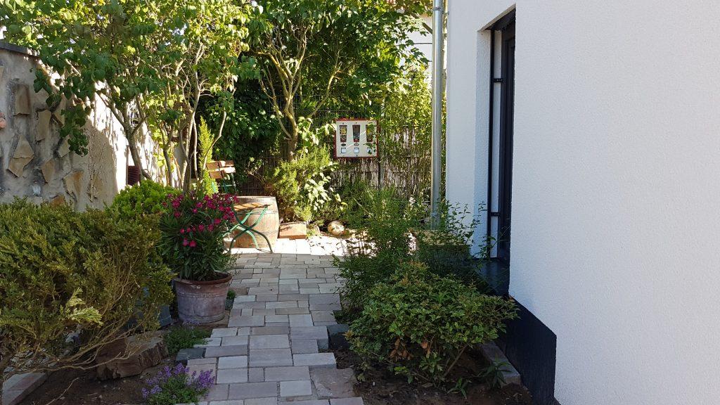 Gartenweg beim Ferienhaus an der Bergstraße